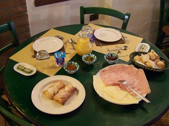 Affittacamere Del Sole Nero : colazione