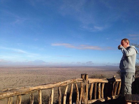 Vumbi Jeep Safaris: Lions Bluff Tsavo West