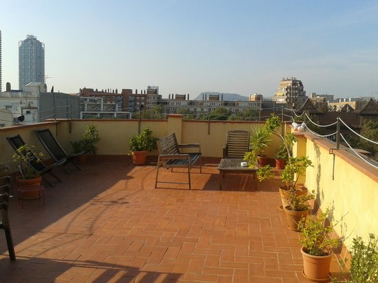 Bed and Beach Barcelona Guesthouse: Lovely rooftop terrace!