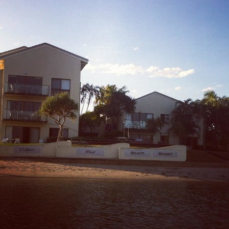 Culgoa Point Beach Resort: View of the resort from the river