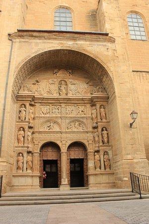 Iglesia de Santo Tomás: Portada