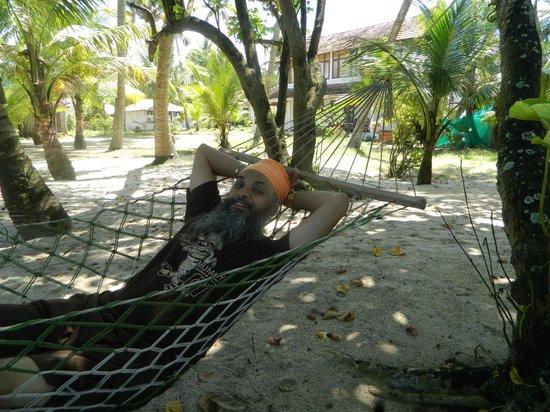Pozhiyoram Beach Resort: Rest in Hammock and listen to waves
