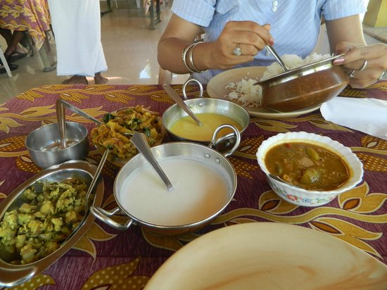 Pozhiyoram Beach Resort: Having Keralan Lunch