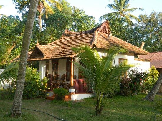 Pozhiyoram Beach Resort: Our hut