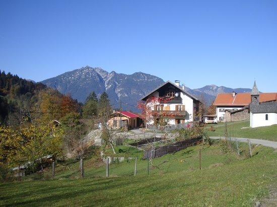 Reindl's Partenkirchner Hof: Distant view of cramerspitz