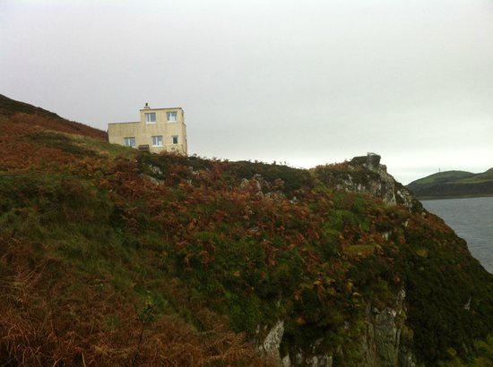 Kintyre Cottages: The Lookout as seen from the lighthouse compound
