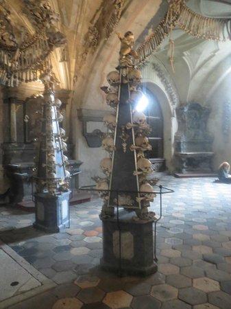 Gothic Stone House (Kamenny dum): Pelare