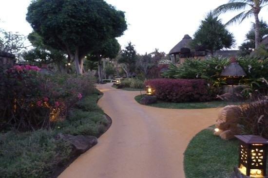 The Oberoi, Mauritius : The beautiful surroundings of the Oberoi at dusk