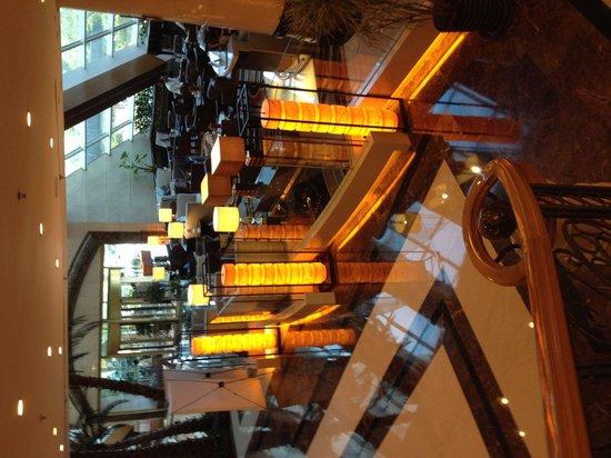 Ramada Plaza Shanghai Pudong Airport: 1階のBAR