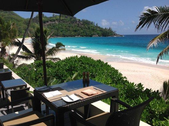 Banyan Tree: Ресторан с видом на великолепный пляж