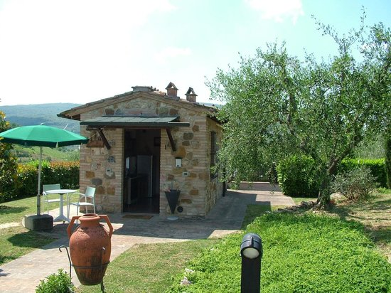 Podere Poggiluglio: The cottage with one of its two terraces