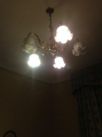 The Hand Hotel: broken lights