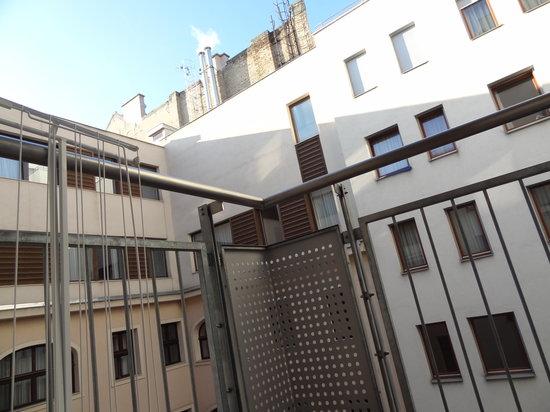 Senator Apartments Budapest: balcon