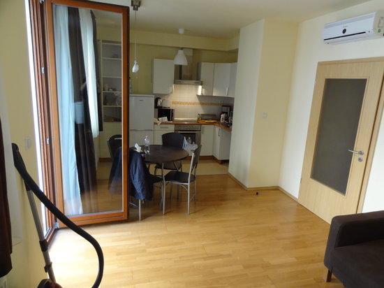 Senator Apartments Budapest: cocina-salon