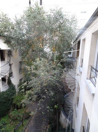 BEST WESTERN  Le Patio Saint Antoine: cour intérieure - vue chambre