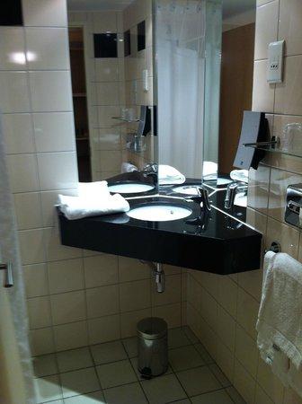 Holiday Inn Express Saint Nazaire : Baño