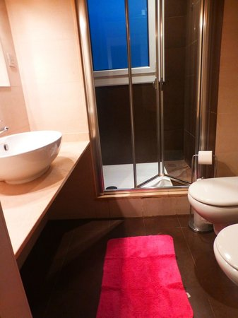 Waters II Apartments: bathroom 2