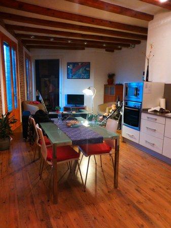 Waters II Apartments: livingroom