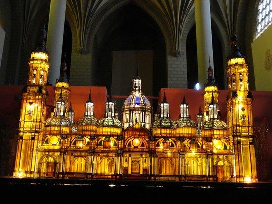 Museo de los Faroles y Rosario de Cristal: Basilica del Pilar