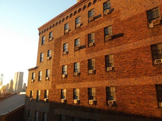 West Side YMCA: Amanecer des de la ventana de mi habitación!