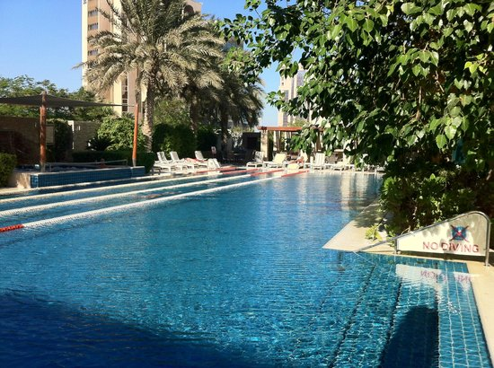 Sheraton Bahrain Hotel: Bahrain Sheraton Pool and Hot Tub