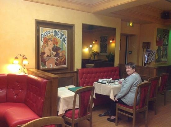 Hotel de la Paix : Enjoying coffee
