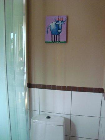 Natural Surf Lodge: quadrinho no banheiro