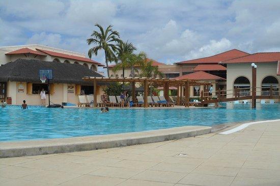 Grand Palladium Imbassai Resort & Spa: Piscina principal.