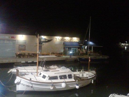 cafe thalassa: Night time scene