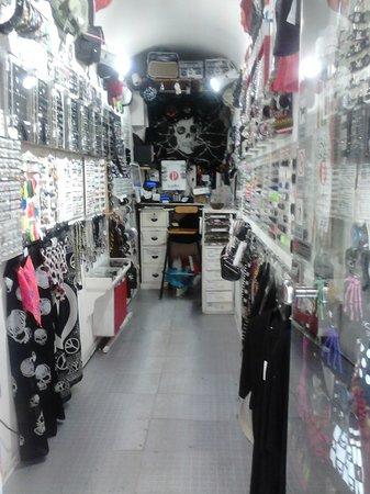 Генуя, Италия: interno negozio