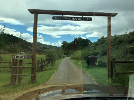 4UR Ranch: Front Gate