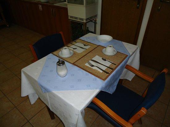 Pansion Antonio: Dining