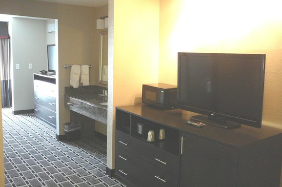 Comfort Suites  Airport : Large Rooms @ Comfort Suites Airport