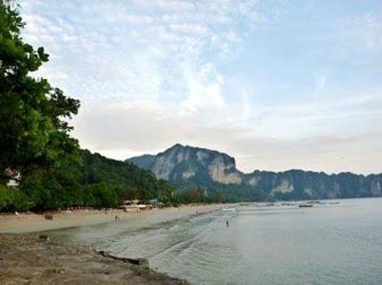 Blue Village Resort: plage d ao nang