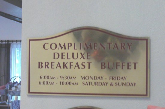 Comfort Suites  Airport: Deluxe Breakfast @ Comfort Suites Airport