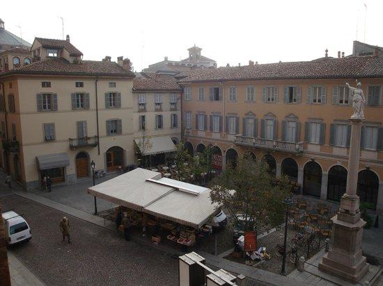 Hotel Impero: Вид на площадь. Слева вдали - крыша Баптистерия