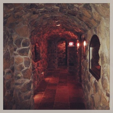 Grand Cascades Lodge: Impressive wine cellar