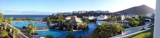 Fuerteventura Princess: Looking out over the pool area to the ocean