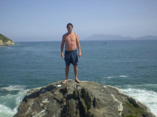 San Matheus Fort: Grande pedra na Praia do Forte