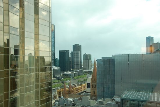 Grand Hyatt Melbourne: View of Yarra River and Flinders St station from room!