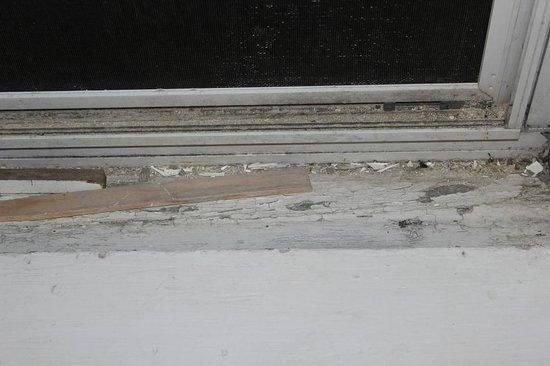 Tidal Watch Inn: Fenster  verdreckt