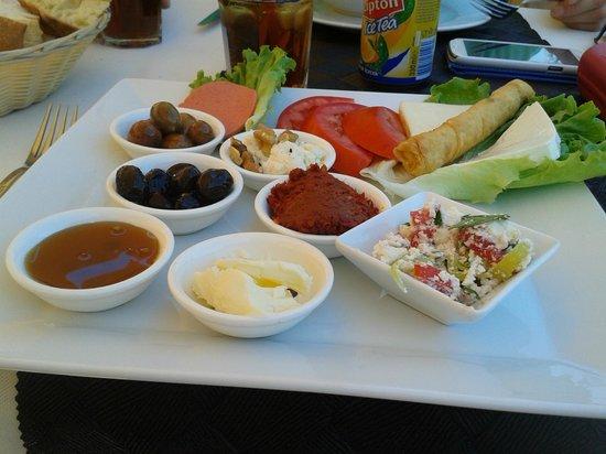 Deniz Kapisi : Turkish breakfast