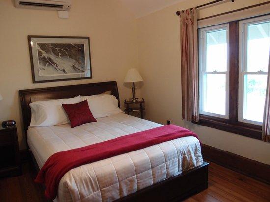 Greystone Manor Bed & Breakfast: Room of Greystone B & B