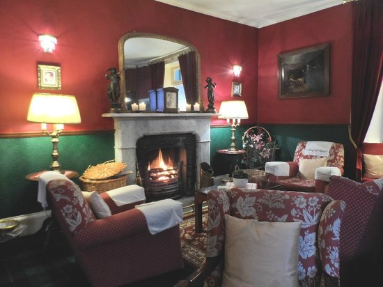 Atholl Arms Hotel: The cosy Vestibule/Foyer area