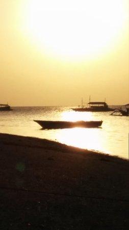 Ocean Vida Beach & Dive Resort: Sunrise