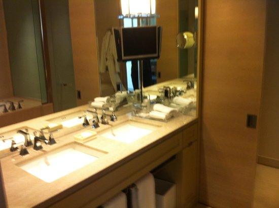 The St. Regis San Francisco: Lovely bathroom