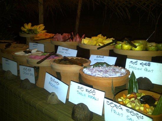 Nuga Gama at Cinnamon Grand Colombo : Food served in Sri Lankan clay pots