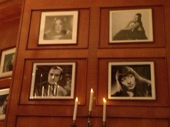 Le Fouquet's: Фото на стенах ресторана