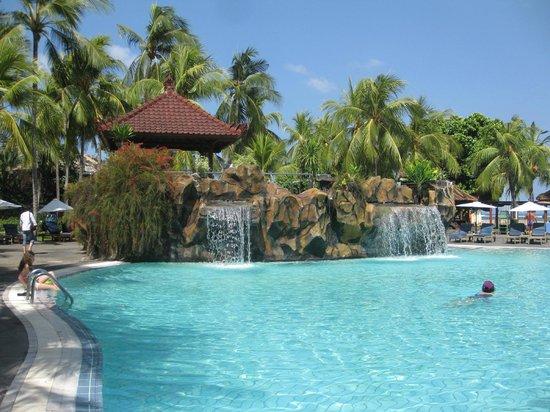 Bintang Bali Resort: Poolside