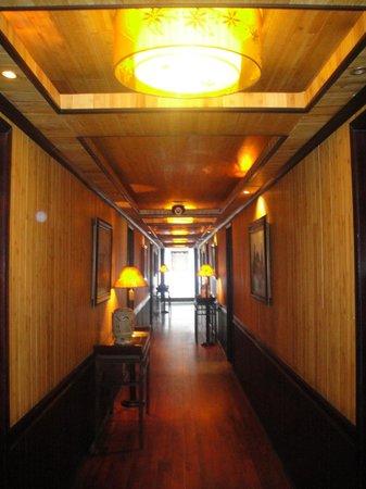 Ha Long Bay Hotel: Pasillo barco